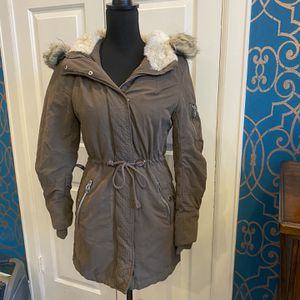 Women's H&M Thick Insulated Parka Jacket With Faux Fur Hood for Sale in Missouri City, TX