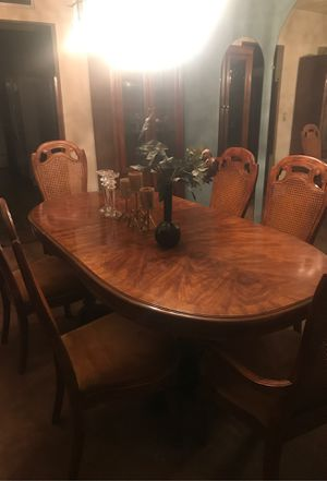 Beautiful brown dinning table and 6 chairs for Sale in Tucson, AZ