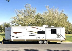 2011 windjammer travel trailer 33' with 3 slide outs ' for Sale in Las Vegas, NV