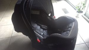 Graco snugtide snuglock 35. Car seat and base for Sale in Saint Charles, MO