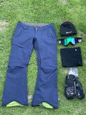 NEW Snowboard pants, Mittens, Goggles + for Sale in Marina del Rey, CA