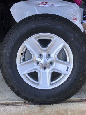 Jeep gladiator 17 inch factory oem alloy wheel rims 96600 with Bridgestone dueler 245 75 17 all terrain m&s tires less than 300 miles on them for Sale in San Diego, CA