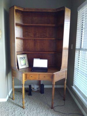 Corner desk and hutch for Sale in Austin, TX