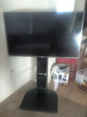 "50"" flat screen LED tv w/ mount stand for Sale in Laveen Village, AZ"