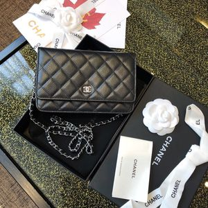 Chanel leather bag wallet (actual pics) for Sale in Seattle, WA