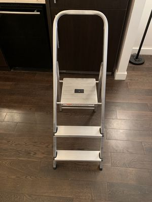 Werner 4 foot 3 step ladder (Must go ASAP) for Sale in New York, NY