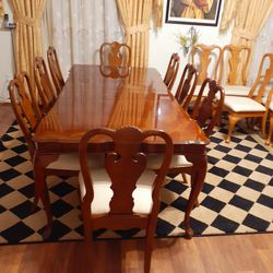 🌿🌹Beautiful Dark wooden dining room table with 8 chairs Sets EXELLENT CONDITION AND LIKE NEW 🌹 Table have 2 leaves Each leaf 12 inches .e for Sale in Houston,  TX
