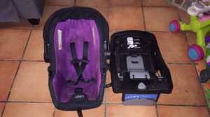 Urbini car seat and base for Sale in Corpus Christi, TX