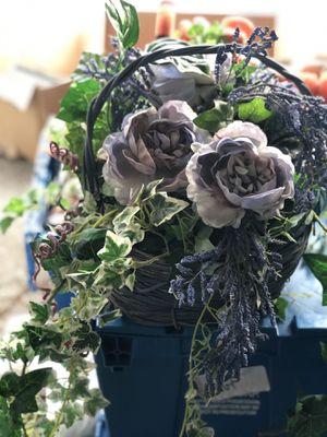 Beautiful Flower basket for Sale in Dearborn Heights, MI