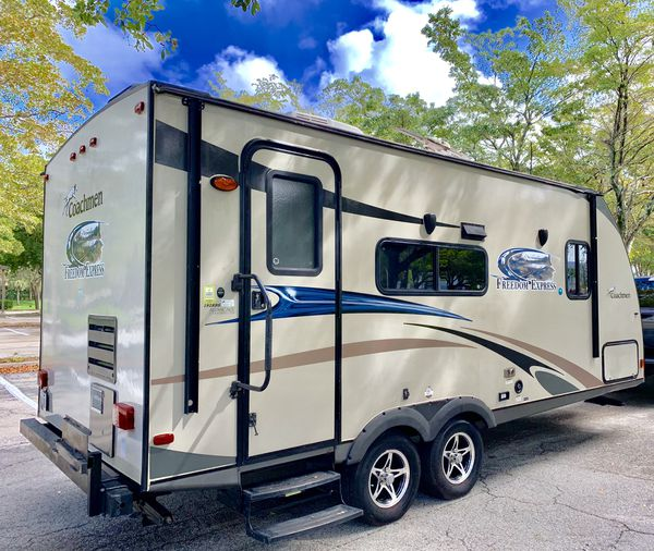 2014 20 foot Coachman travel trailer for Sale in Highland ...