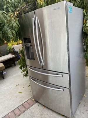 Samsung refrigerator for Sale in Moreno Valley, CA