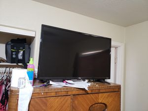 30in tcl w/ roku and free paid Netflix on it for Sale in Phoenix, AZ