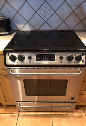 Fridgidaire stovetop and oven for Sale in St. Petersburg, FL