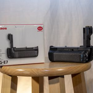 Canon BG-E7 Battery Grip (Fits Canon 7d) for Sale in Snohomish, WA