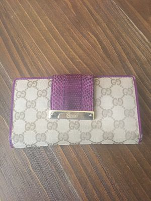 Gucci 100./. Authentic Rare wallet for Sale in Fresno, CA