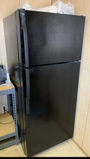 GE Refrigerator with ice maker for Sale in Livermore, CA