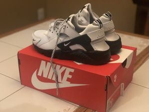 Platinum Huarache, Nike for Sale in Manassas, VA