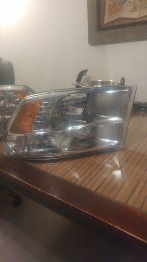 Dodge ram 1500 passenger quad halogen headlamp 09'-18' for Sale in Las Vegas, NV