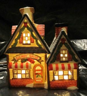 Dickens Keepsake Village Porcelain Lighted House Candy Shop Limited Edition 1993 for Sale in Phoenix, AZ