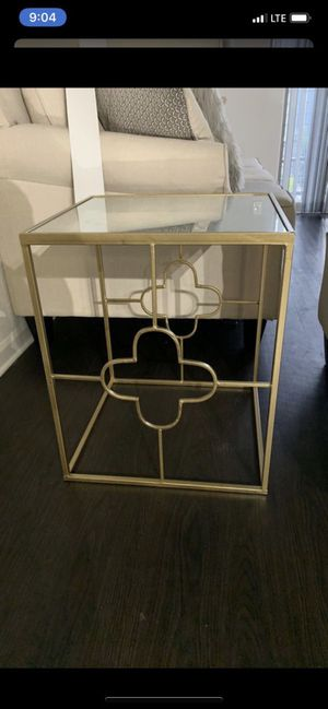 Gold mirrored end table for Sale in Clinton, TN