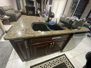 Kitchen cabinets with granite for Sale in Lombard, IL