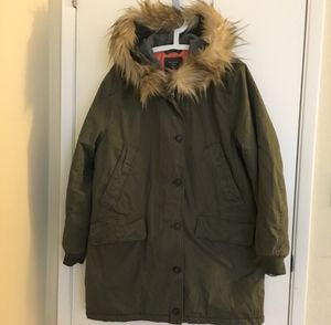 Brand New with Tag Abercrombie&Fitch Parka with Fur Hood (Fur Removable) / Color Olive Green / Women size XL for Sale in Pleasant Hill, CA