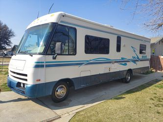 RV WINNEBAGO 29 RQ LOW MILES for Sale in Riverdale,  CA