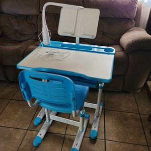 Kids Desk And Chair Set for Sale in Lynwood, CA