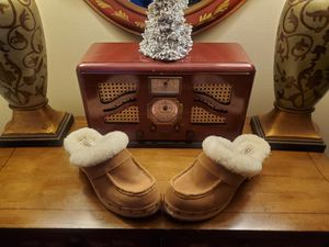 Brand New - Never Worn UGG Australia Clogs Size 8 for Sale in Blountville, TN