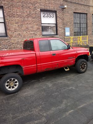 99 dodge ram 2500 lifted for Sale in Chicago, IL
