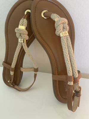Michael Kors flat Sandals size 7. It's in a excellent condition, like brand new for Sale in Laguna Hills, CA