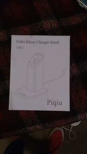 Piqiu Fitbit Blaze Charger Stand 2 in 1 Silver NEW for Sale in Lakeside, CA