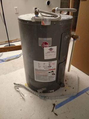 30 gallon electric Rheem water heater (2016) for Sale in Mountlake Terrace, WA