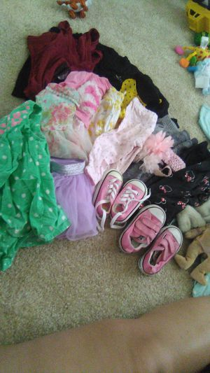 Baby girl stuff for sale car seat, baby bath, baby rocker, shoes, toys, and socks for Sale in Irvine, CA