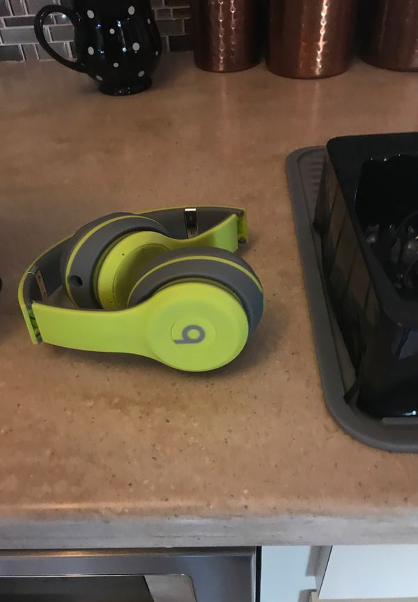 beatssolo2 wireless beats only used literally a few times with all accessories