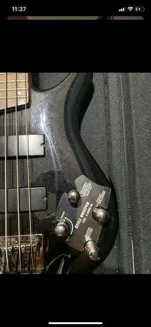 Bass guitar for Sale in Pico Rivera, CA