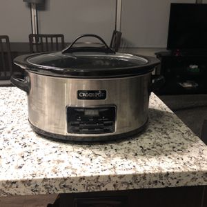 Crock-Pot, Regular Size, black And Silver Color for Sale in Tempe, AZ