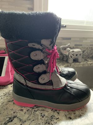 Totes Girls snow boots-Size 4 for Sale in Elk Grove Village, IL