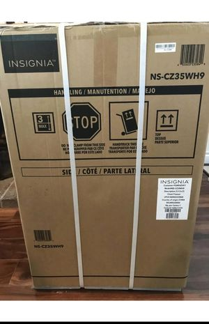 NEW Insignia 5.0 cu ft Chest Freezer for Sale in Columbus, OH