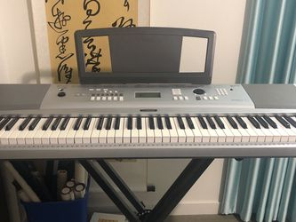 Yamaha DGX-220 Portable Grand Piano 76-Key Keyboard for Sale in Seattle,  WA