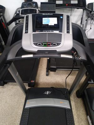 NordicTrack c1650 Treadmill. Like New!! 3 year warranty!! Retails for $1999! for Sale in Hermosa Beach, CA