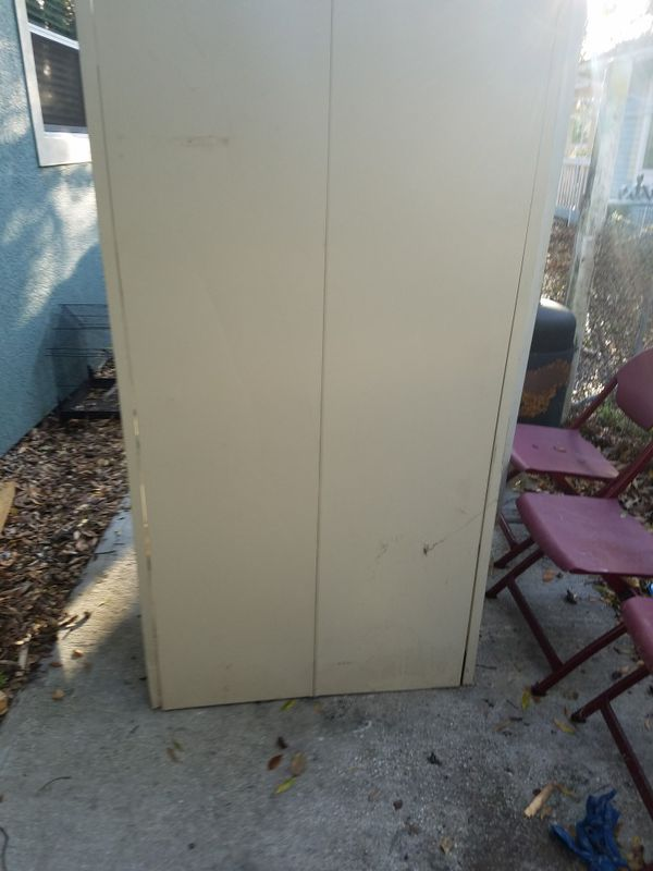 Metal cabinet with lock and key $75 or best offer has 5 shelves in it