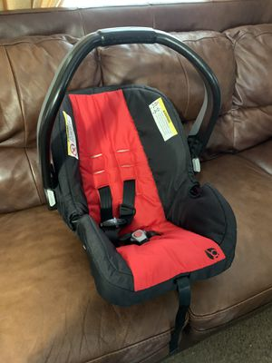 Car seat with base for Sale in Salado, TX
