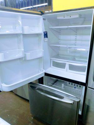 Bottom Freezer Fridge! for Sale in Whittier, CA