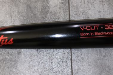 """New 32"""" Victus Maple Wood Bat Red/Black for Sale in Knoxville,  TN"""