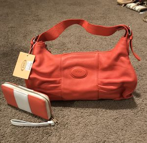 Orange purse with wallet for Sale in Columbus, OH