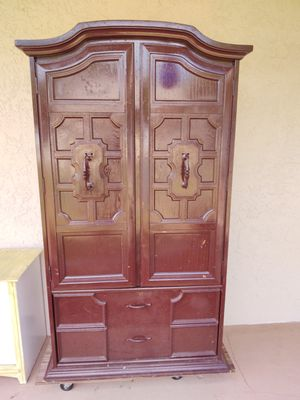 Huge chest of drawers dresser for Sale in Clearwater, FL