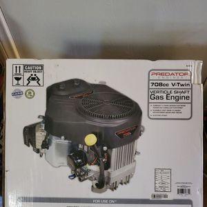 BRAND NEW, PREDATOR 22 HP (708cc) V-Twin Vertical Shaft Riding Mower Engine - EPA ,NUEVO for Sale in Baldwin Park, CA