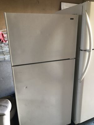 Refrigerator Good condition! for Sale in Hialeah, FL