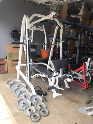 FULL SMITH MACHINE WITH LINEAR BEARINGS and weights like new for Sale in Everett, WA